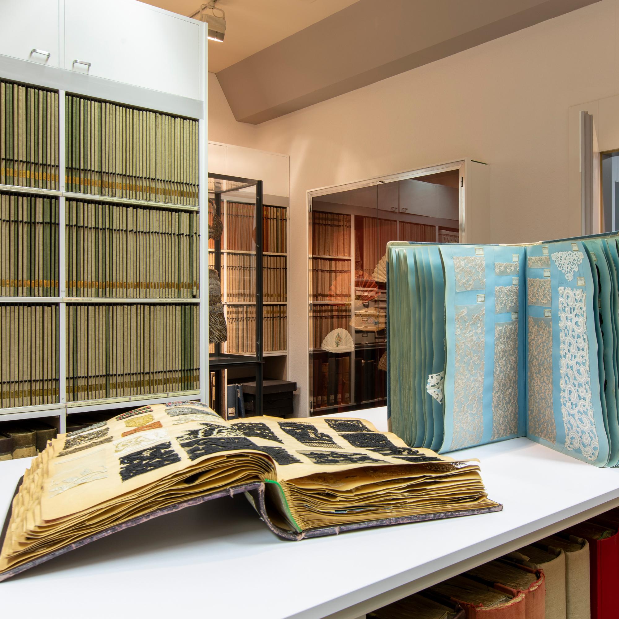 Bischoff Textil AG - Museum St. Gallen - Stickereien